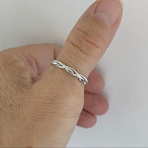 ❣️NEW❣️ Sterling Silver Twirl Band, Twisted Ring